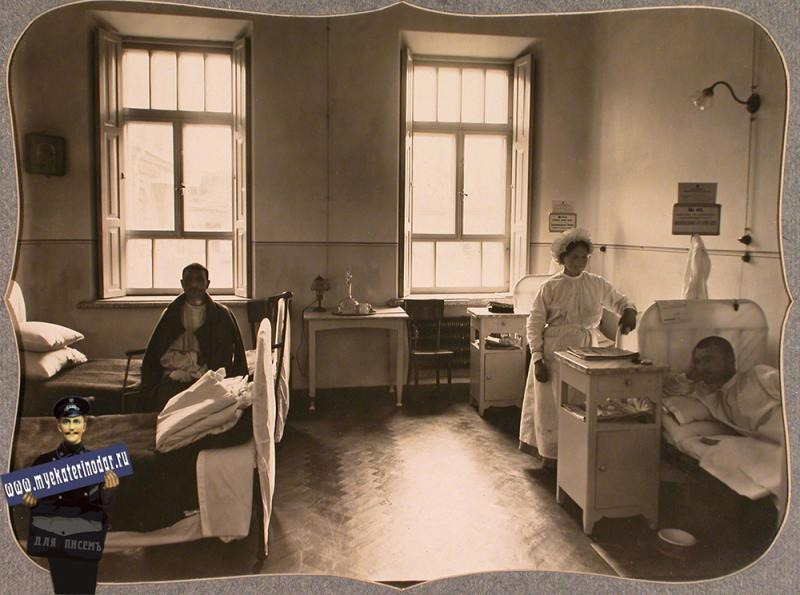 Екатеринодар. Раненые и сестра милосердия в четырехместной палате для нижних чинов лазарета общины