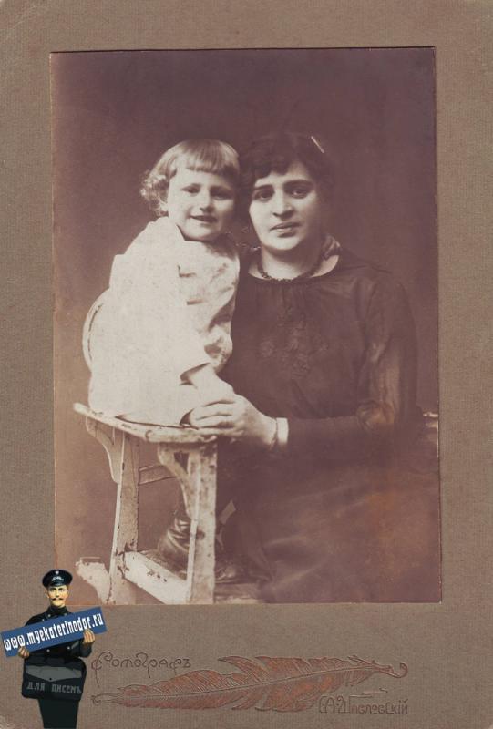 С.А. Шавловский. Юра и Ольга Славнины. 1921 год.