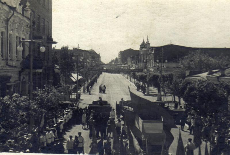 Краснодар. Первомайская демонстрация 1950 года.