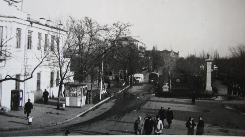 Краснодар. Угол улиц Красной и Дружбы (Буденного), середина 60-х годов