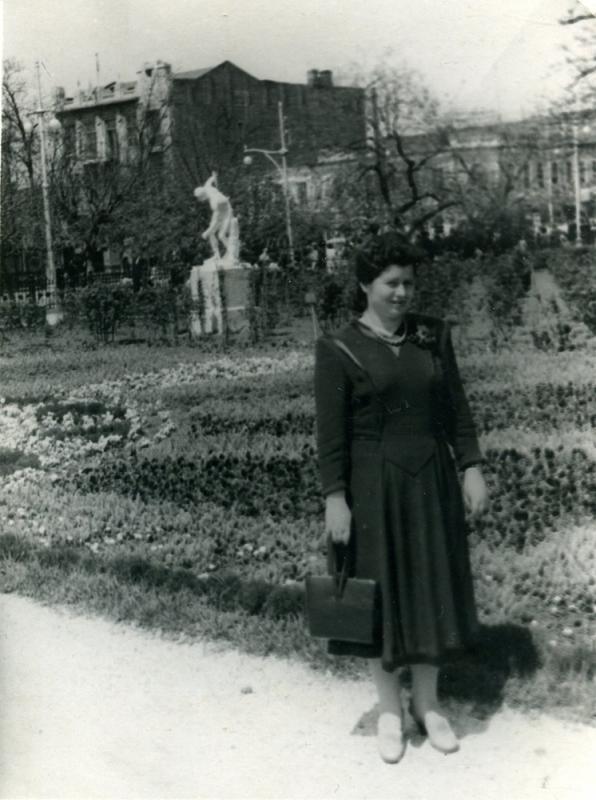 Краснодар. Вид на угол улиц Сталина и Ворошилова из Первомайского сквера