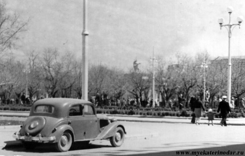 Краснодар. Угол улиц Красной и Ленина (вид с запада на восток), начало 1960-х