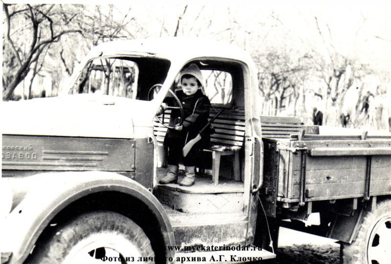 Краснодар. Уголок детской площадки в детском сквере, 1973 год