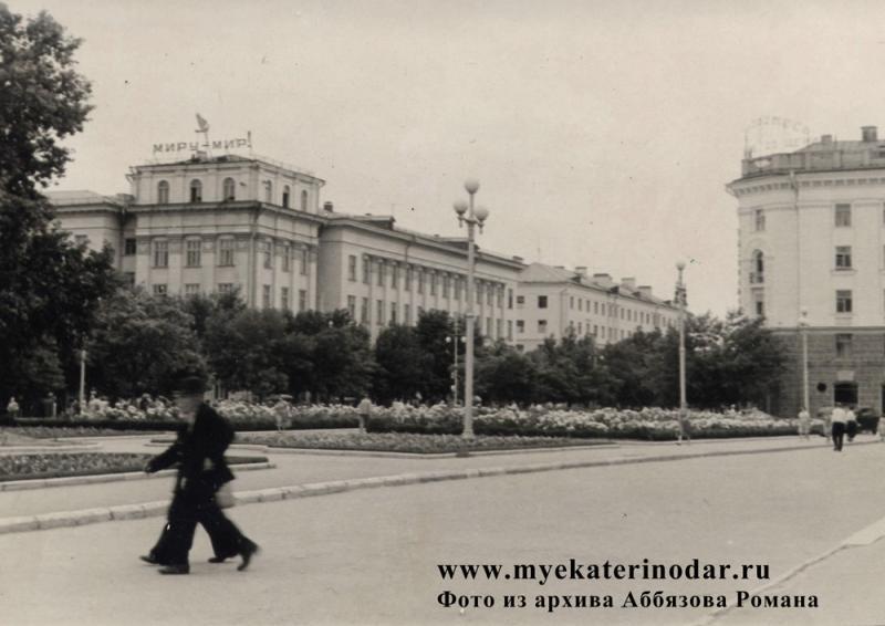 Краснодар. Вид на угол улиц Красной и Ленина (Соборной), начало 60-х
