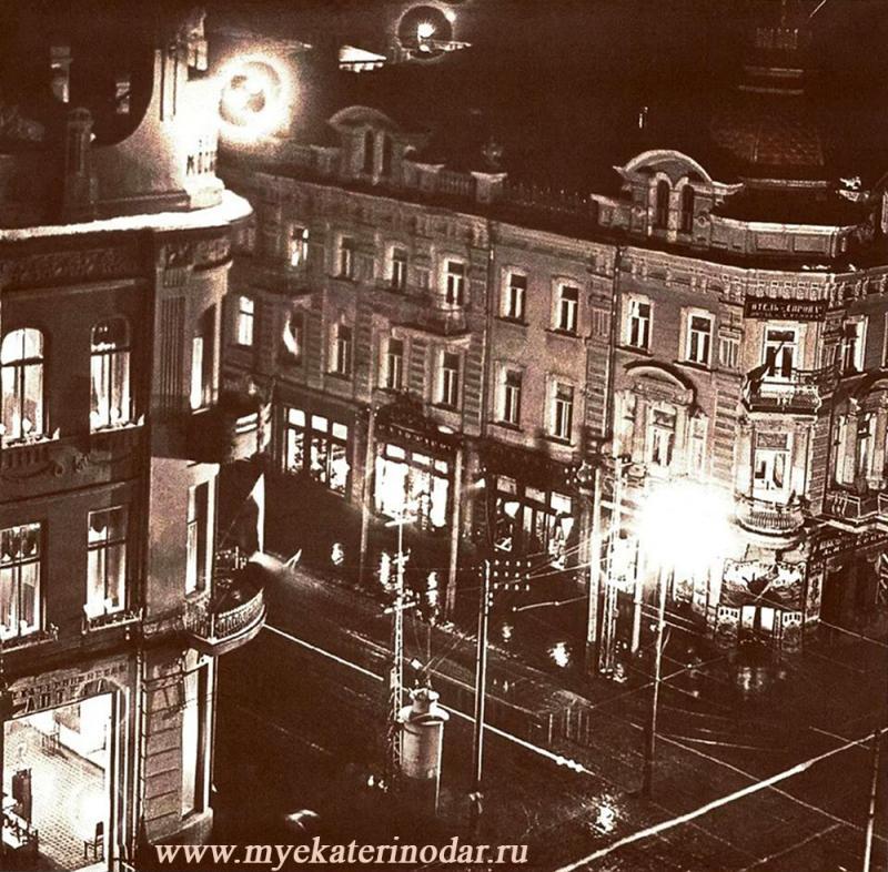 Екатеринодар. Вид с пожарной каланчи на вечерний перекрёсток улиц Красной и Екатерининской.