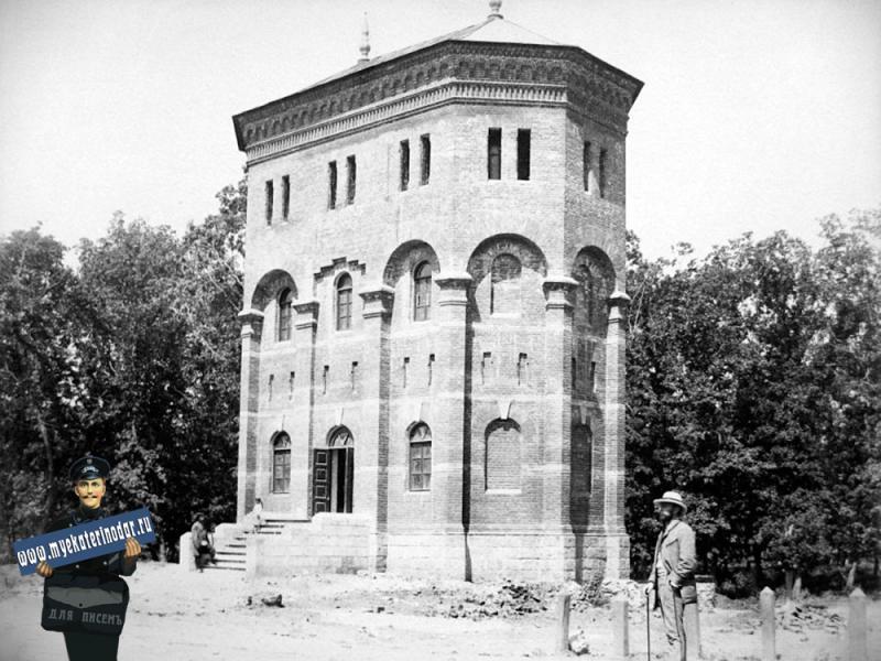 Екатеринодар. Водоемное здание с двумя башнями на ЖД станции