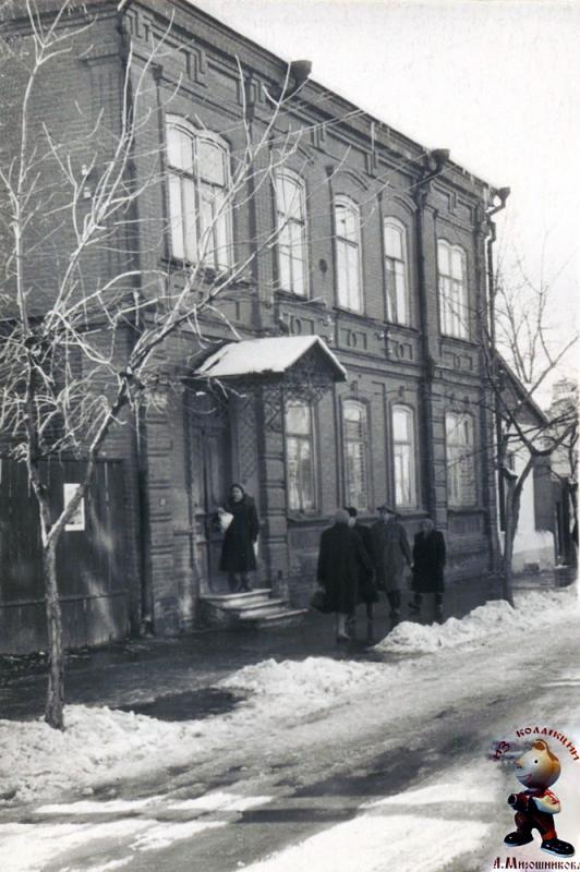 Краснодар. Улица Гоголя, дом 48. (вид здания полностью), конец 60-х годов.