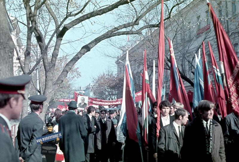 Краснодар. 7 ноября. Демонстрация 1971 года.
