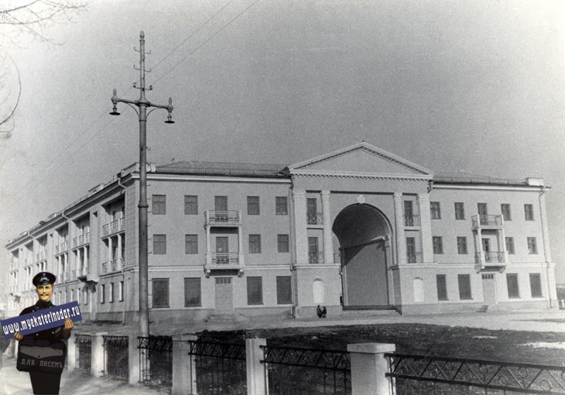 Краснодар. Дом Шоссе пилотов 2/Шоссе нефтяников 1, 1955 год
