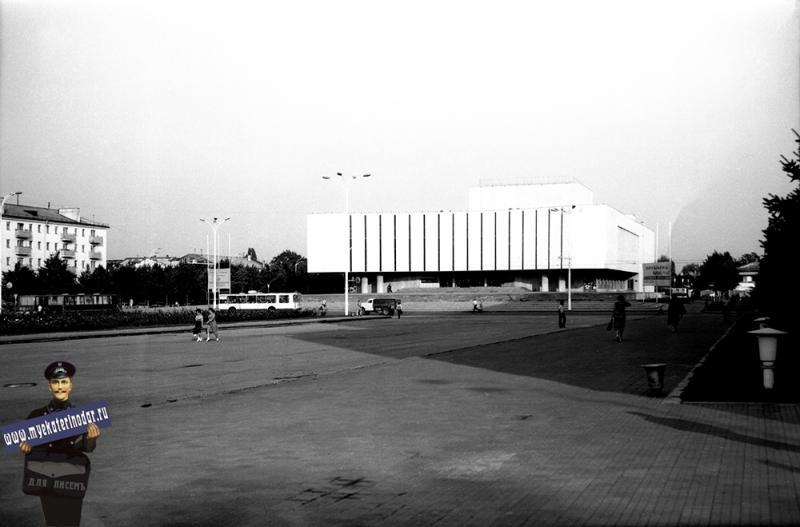 Краснодар. Драмтеатр им. М. Горького. 1980 год