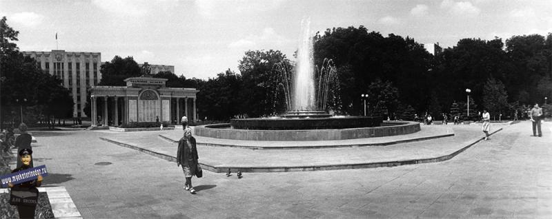 Краснодар. Фонтан напротив здания Крайисполкома, 1987 год