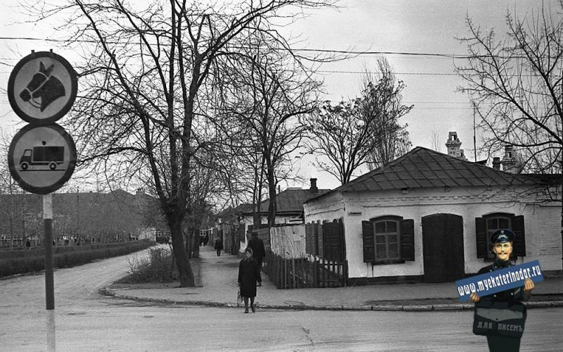 Краснодар. Пересечение улиц Буденного и Красноармейской. Вид на восток.