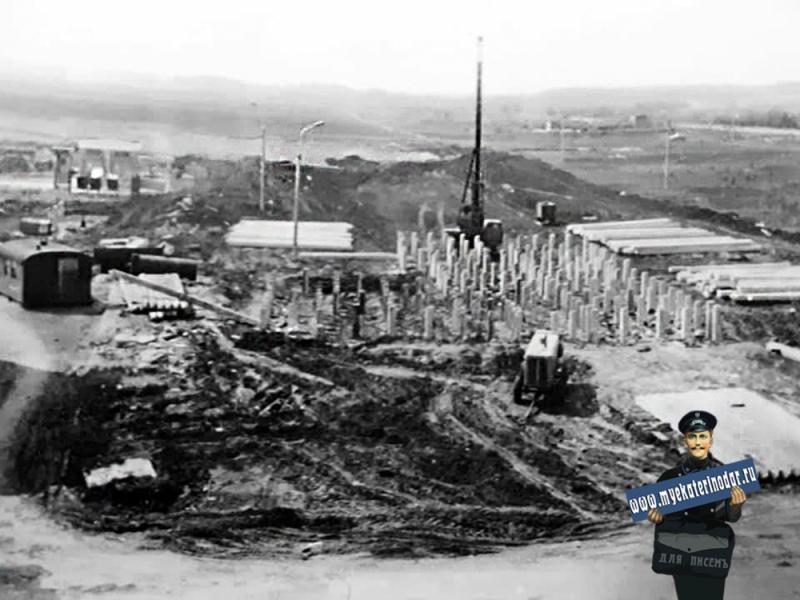 Краснодар. Гидрострой. Начало. улицы. Игнатова, дом № 67 строится. 1975 год.