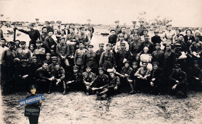 Краснодар. Группа командиров РККА в день 1 мая 1932 года