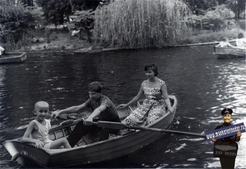 Краснодар. Катание на лодках в горпарке, 1960-е годы