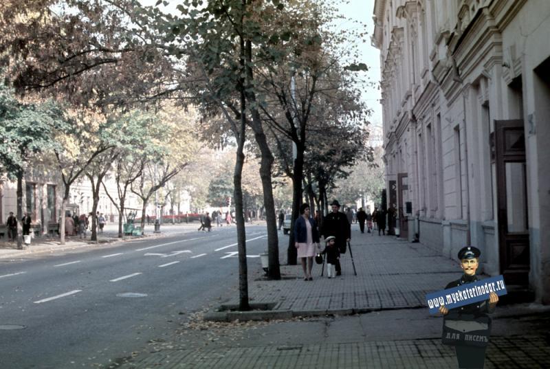 Краснодар. Красная - от Комсомольской до Мира, вид на север, 1972 год