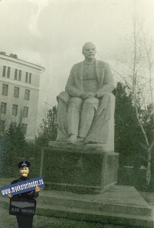 Краснодар. КСХИ, памятник В.И. Ленину, 1970-е