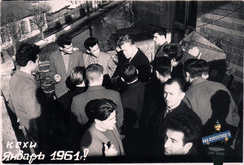 Краснодар. На балконе КСХИ, вид на ул. Седина, январь 1961 года