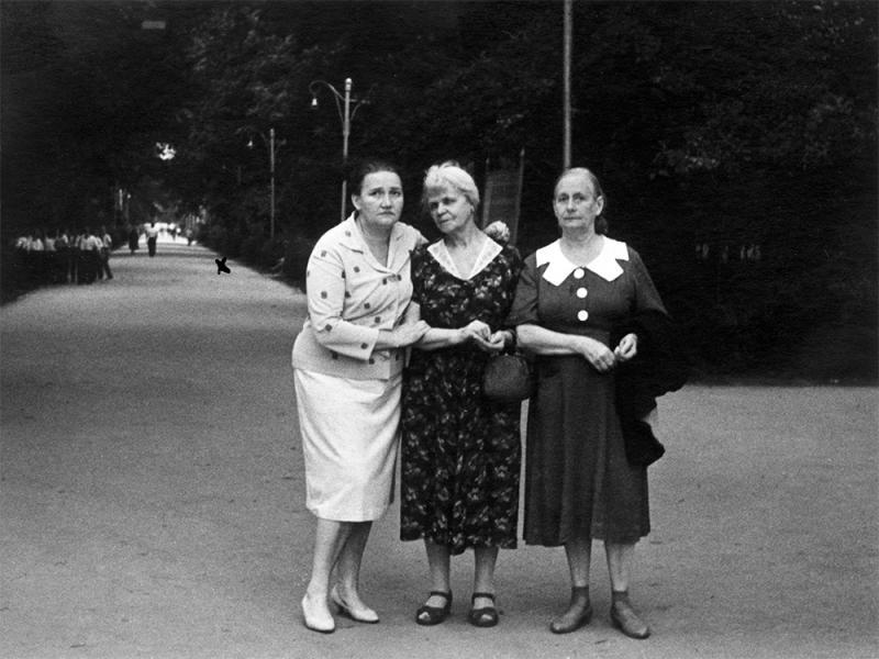 Краснодар. На центральной аллее в Первомайской роще. 1960-е годы