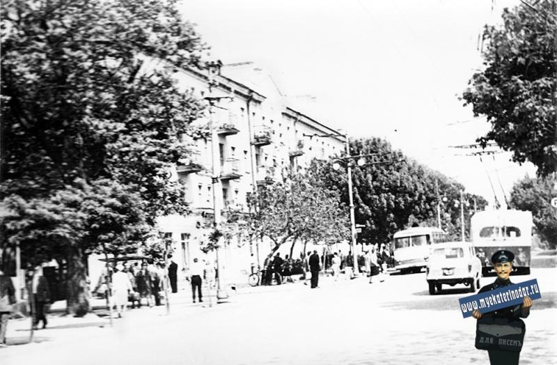Краснодар. На перекрёстке Коммунаров и Мира.