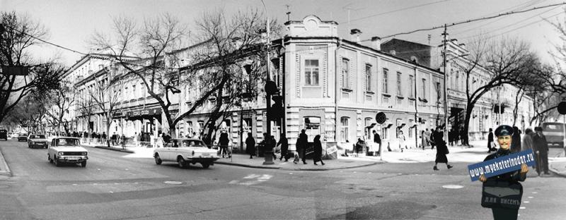 Краснодар. На перекрёстке улиц Красной и Свердлова.
