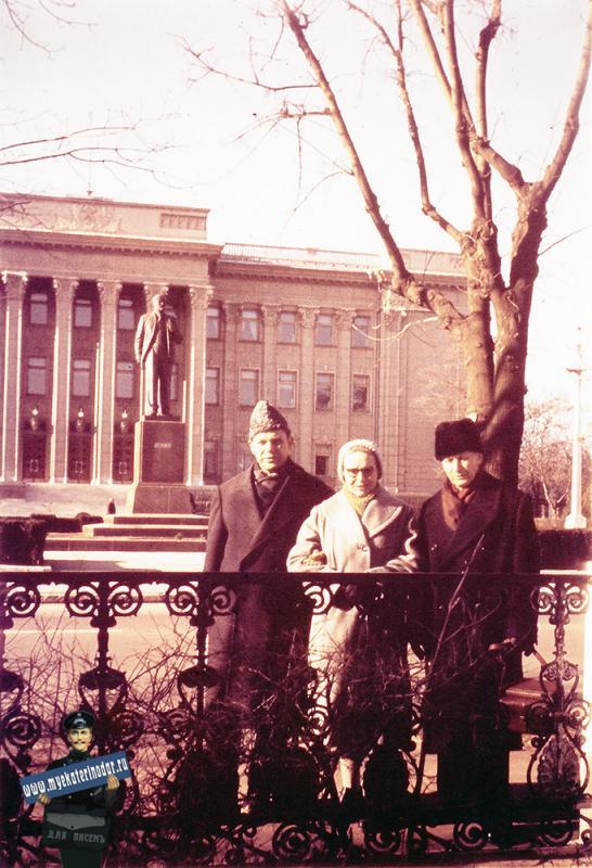 Краснодар. На улице Красной у Крайкома КПСС