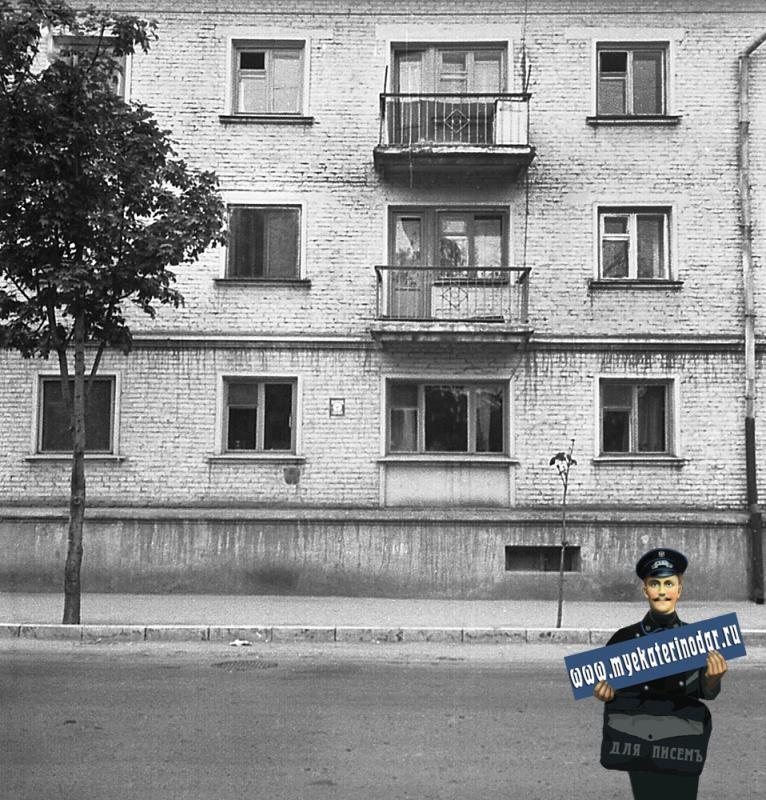 Краснодар. На улице Октябрьской. № 66 (фото 2, правая часть)