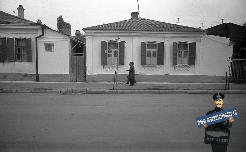 Краснодар. На улице Октябрьской. №№ 70 и 68