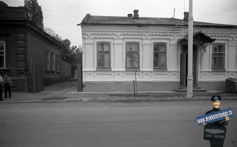 Краснодар. На улице Октябрьской. №№ 72 и 70