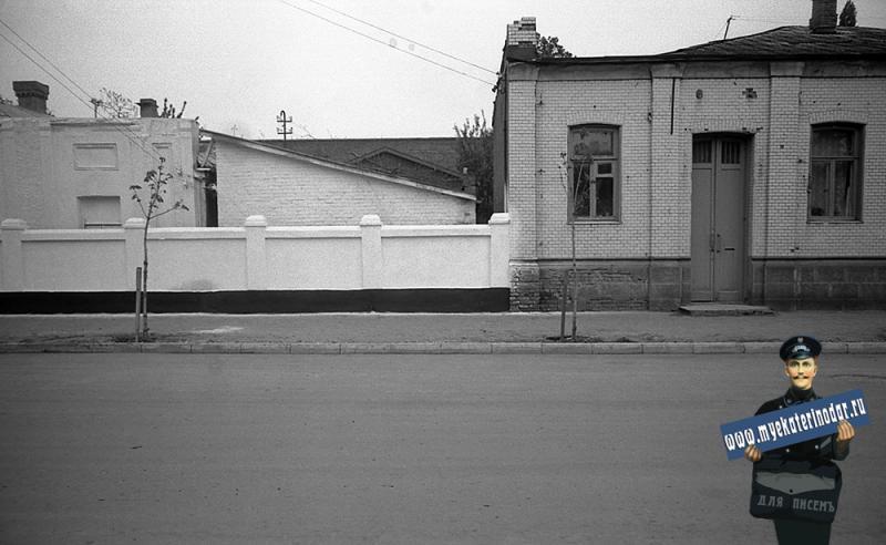 Краснодар. На улице Октябрьской. Завод фруктовых вод и № 74