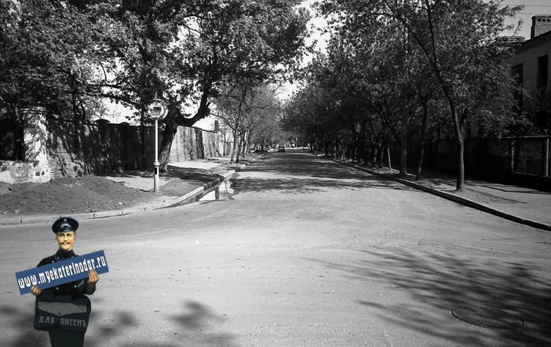Краснодар. На улице Октябрьской. Перекрёсток c Короткой, вид на восток. 1977 год.