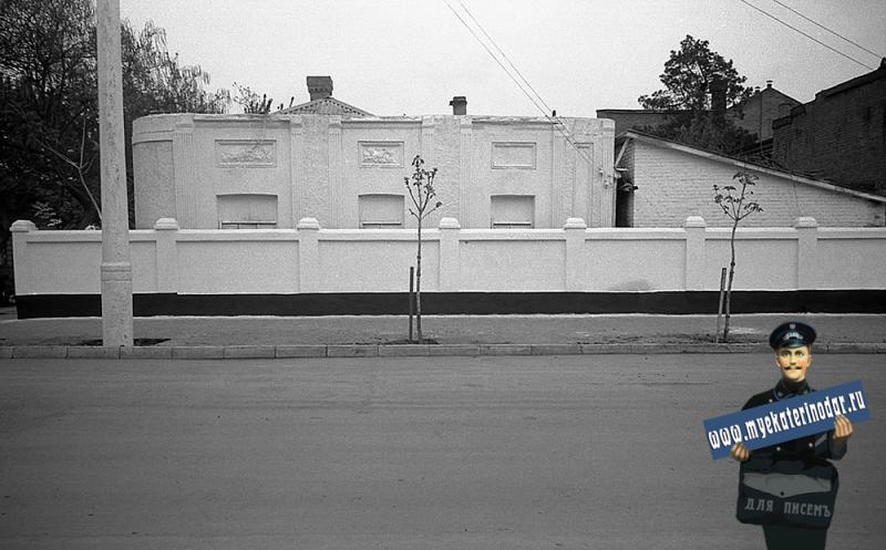 Краснодар. На улице Октябрьской. Завод фруктовых вод.