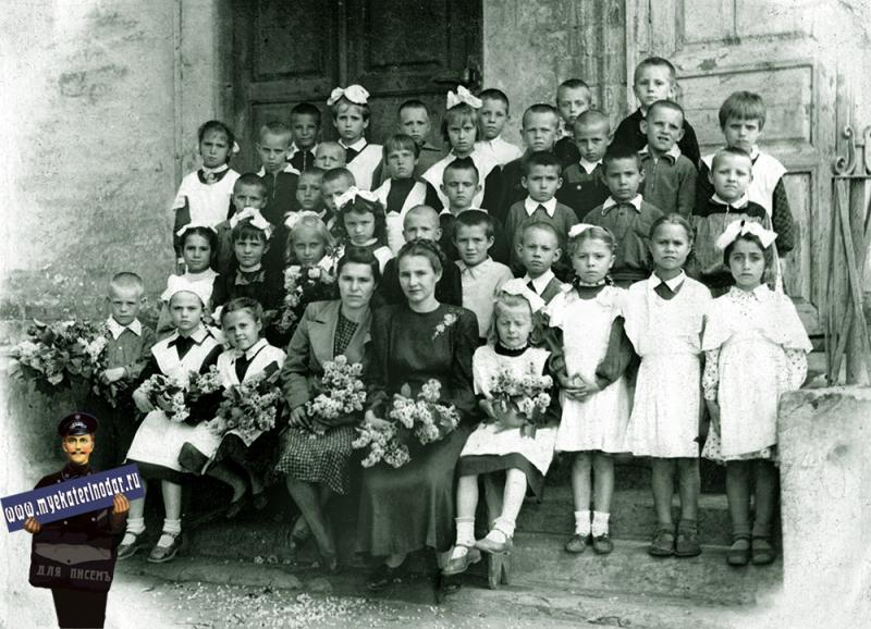 """Краснодар. Начальная школа № 14, 1 """"Б"""" класс, 1954 год."""