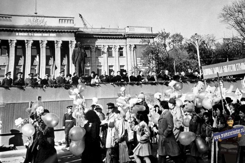 Краснодар. Ноябрьская демонстрация, 7 ноября 1989 года.
