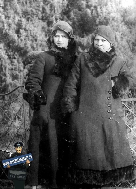 Краснодар. Екатерининский сквер. Ограда памятника Екатерине, 1935 год