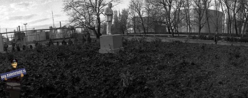 Краснодар. Памятник В.И. Ленину на территории Краснодарского нефтезавода, 1980 год.
