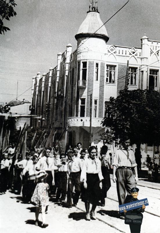 Краснодар. Парад пионеров Кубани, 1947 год