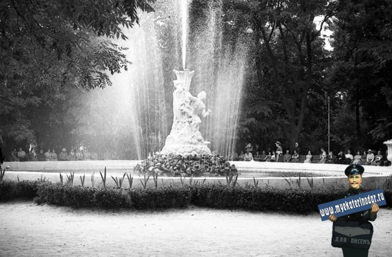 "Краснодар.Парк Горького. Фонтан ""Каменный цветок"". 1963 год."
