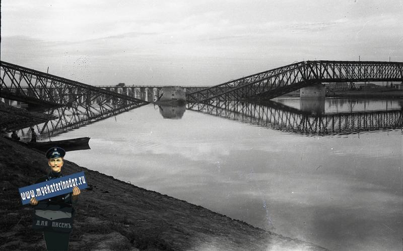 Краснодар. Вид на железнодорожный и автомобильные мосты, осень 1942 года
