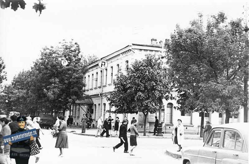 Краснодар. Перекрёсток улиц Красной и Орджоникидзе.