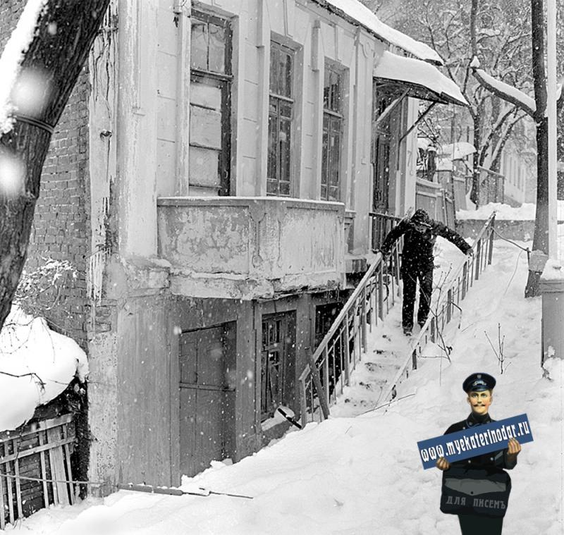 Краснодар. Первый день весны на улице Пушкина. 1 марта 1986 года.