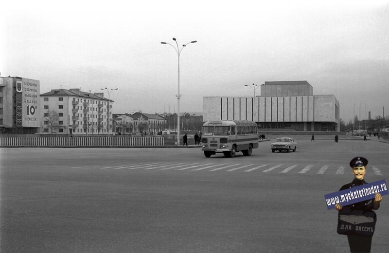 Краснодар. Площадь Октябрьской революции, 1977 год