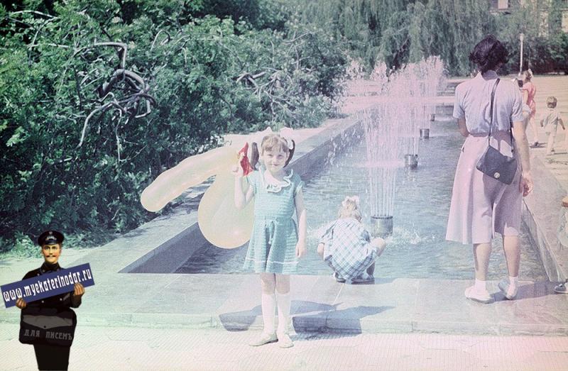 Краснодар. Красная улица перекресток с Пушкина. Вид на запад, 1987 год
