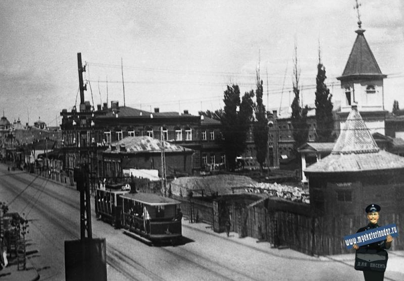 Краснодар. Поезд из моторного обратимого и прицепного вагонов MAN на улице Красной. 1930 год.
