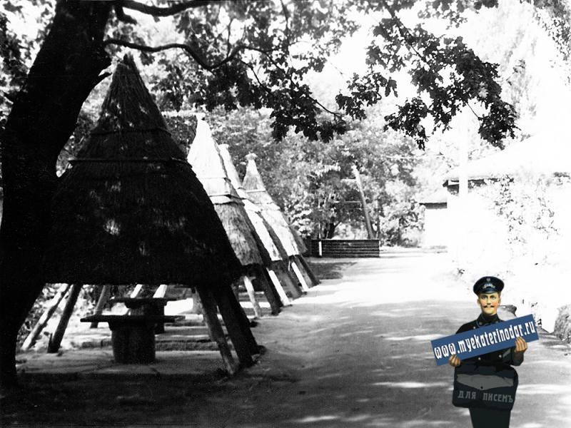 """Краснодар. Ресторан """"Курень """" на острове в парке """"40 летия Октября"""". Сентябрь 1973 года"""