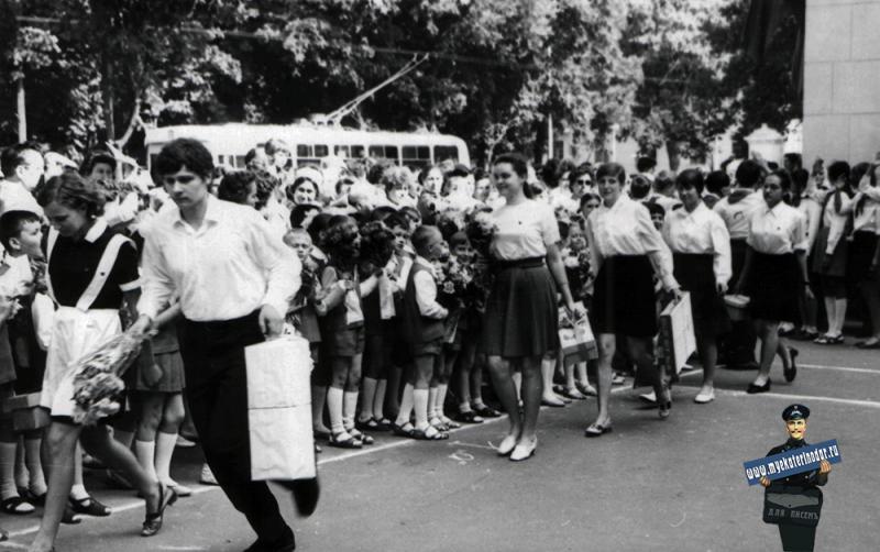Краснодар. Школа № 48. 1972 год. Последний звонок - 10 А