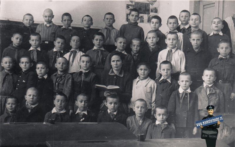 """Краснодар. Средняя школа № 28, 1951 год, 3 """"Б"""" класс"""