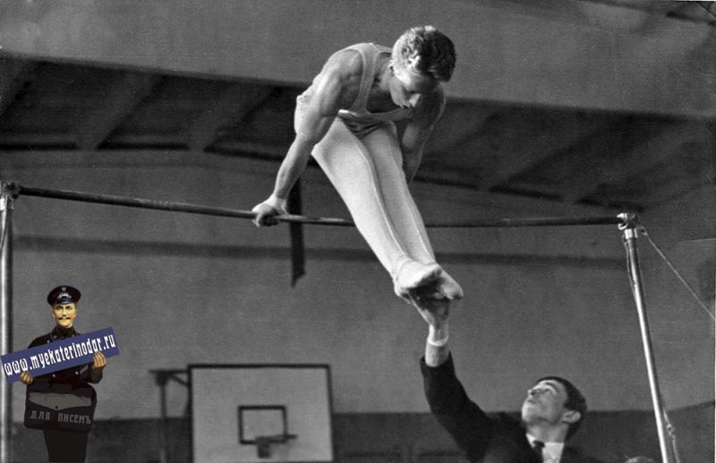 Краснодар. СШ № 30. Соревнования по спортивной гимнастике, 1965 год.