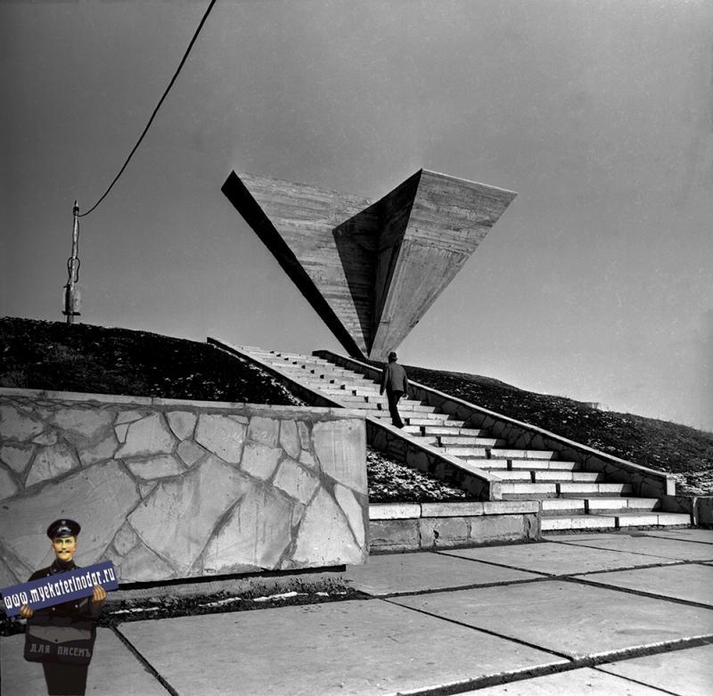 Краснодар. Строительство памятника 500 советским воинам и мирным жителям, погибшим в боях с фашистскими захватчиками. 1974 год