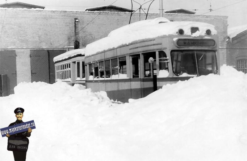 Краснодар. Трамвай в вагоно-ремонтных мастерских. Зима 1954 года